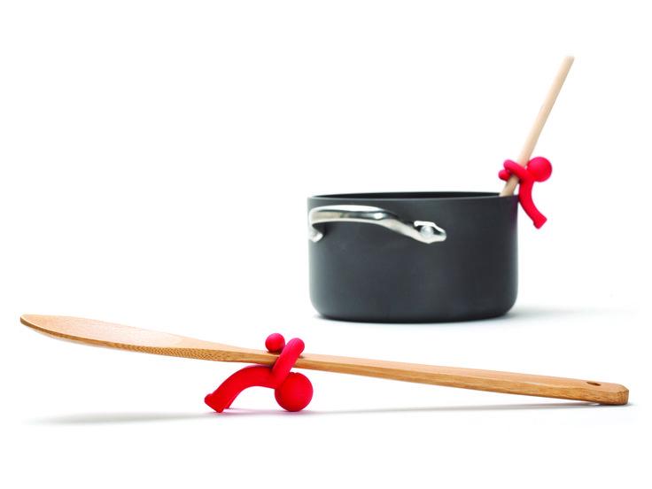 Hug Doug - Monkey Business. Dit leuke poppetje zorgt ervoor dat de lepel niet in de pan wegglijdt en houdt hij het aanrecht schoon.