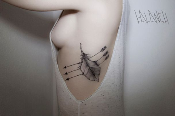 tatuajes-hipster-originales-pluma-flecha-costado: Tattoo Ideas, Arrows, Arrow Tattoos, Body Art, Feathers, Feather Tattoos, Tatoo, Ink