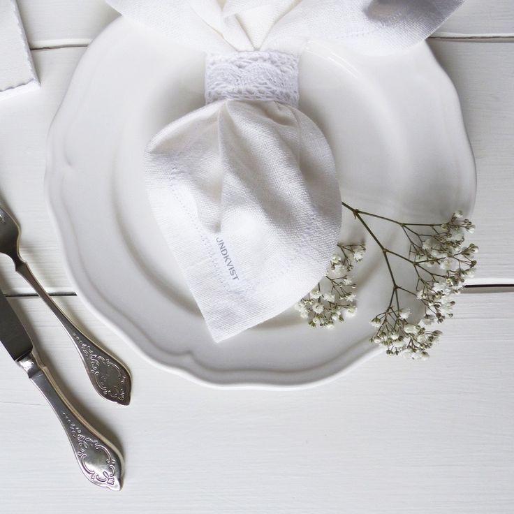 Wunderschöne Tischdeko mit Leinenservietten von Lundkvist - nachhaltig, fair und hichwertig.