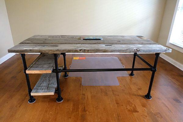 Reclaimed wood pipe desk deskweek keeklamp d i y for Industrial pipe desk