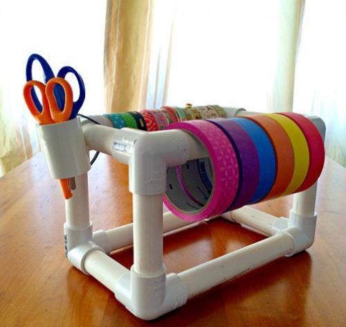 Faça este organizador com tubos de PVC se você trabalha com fitas diversas (Foto: leftbraincraftbrain.com)