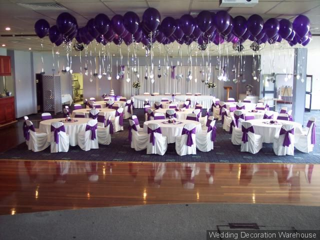 wedding ceiling with balloon columns | 200 Ceiling Balloons with hearts.