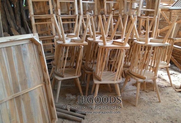 Buy teak retro dining chair at wholesale factory price by The Jepara Goods Woodworking Studio Indonesia.  #kursicafe #kursirestoran #teakfurniture #retrofurniture #scandinaviafurniture #teakdiningchair #minimalistfurniture #woodworking #indonesiafurniture