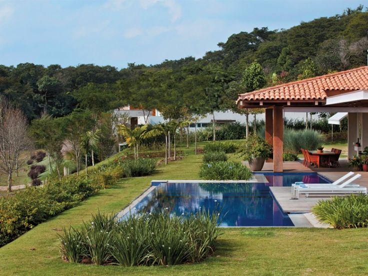 Best 25 jardines con piscina ideas on pinterest casas - Piscinas con jardin ...
