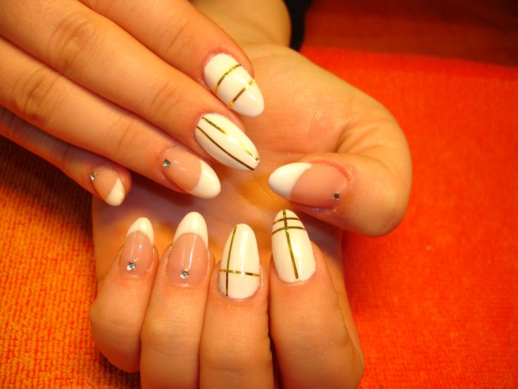 Fabulus white almond nails with gold stripes