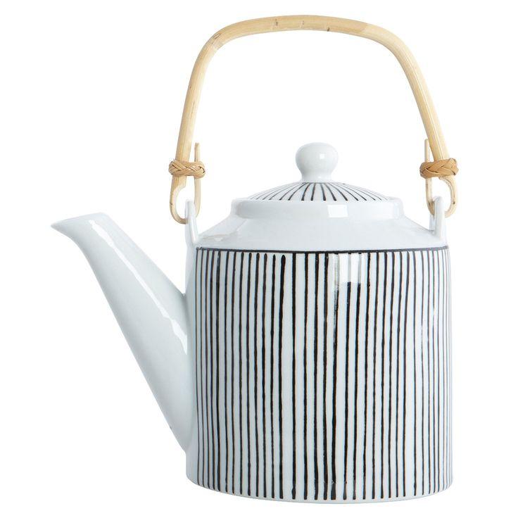 House Doctor Teekanne Set Pen Stripe Ob als ausgefallenes Einzelstück oder im Zusammenspiel mit den passenden Bechern, die schwarz-weiss gestreifte Kanne im zeitlos modernen Look ist zu jeder Tea Time ein stilvoller Mittelpunkt auf...