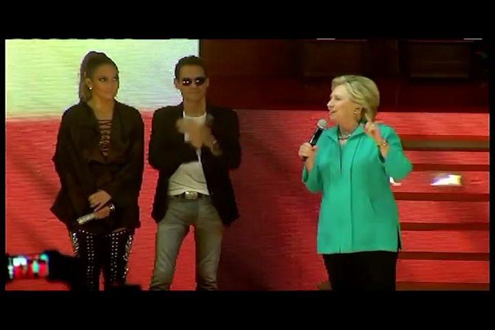 (VIDEO INGLES) Hillary Clinton sube al escenario en un concierto pro-Clinton de Jennifer López en Miami.