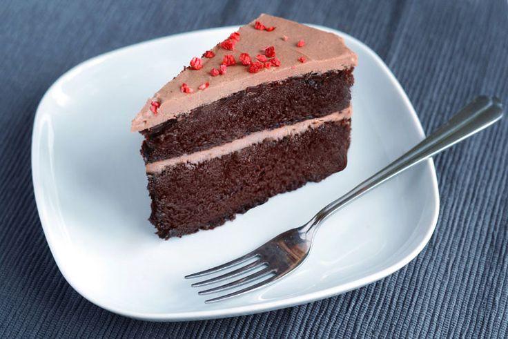 Vidunderlig chokoladekage i to lag med chokolade-kokos glasur.