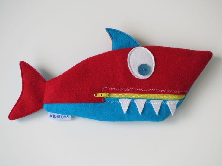 Haai ritstasje van vilt (patroon Aprilkind)