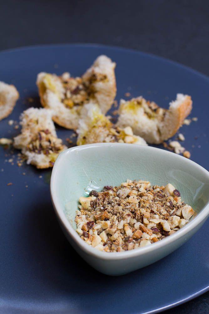 Dukkah ist eine ägyptische Gewürzmischung. Passt sehr gut zu frischem Brot mit Olivenöl, aber auch zu Fisch und Fleisch.