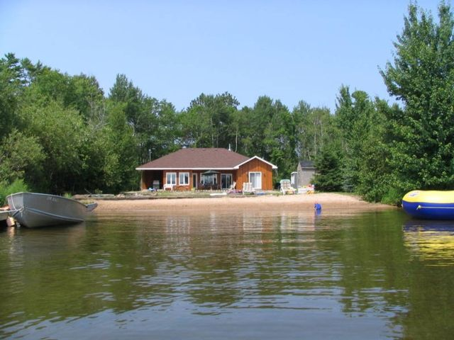 Private Beachfront Cottage Rent Cottage in Muskoka, Parry Sound Ontario