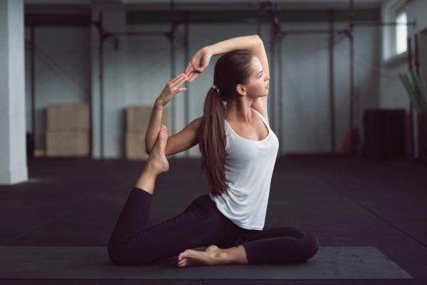 Cómo Hacer Yoga En Casa 10 Consejos Para Empezar Yoga Poses Hip Flexor Tight Hip Flexors
