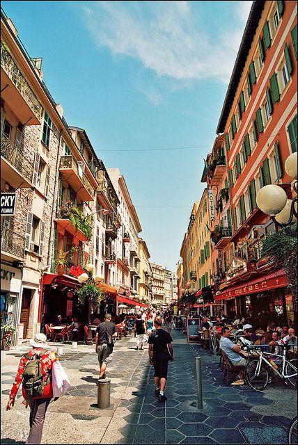Cannes, Francia, Costa Azul Ahh. Agradable recuerdos de montar aquí desde el en nuestra motocicleta Honda Gold Wing. Tuvimos un derrame fuera del hotel