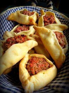 Les Empanadas Arabes. Ces chaussons fourrés à la viande, et héritées des occupants arabes, sont la spécialité nationale en Argentine ! #argentinafood