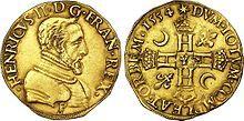Double d'Henri d'or à l'effigie d'Henri II, 1554, Bourges; à la mort de son frère aîné en 1536 il reçoit les titres de dauphin et de duc de Bretagne. Sacré roi de France, il prend comme emblème le croissant de lune, qui est toujours celui de la maison d'Orléans à laquelle il appartient en tant que fils cadet de François 1° (et non pas l'emblème de Diane de Poitiers, comme on a pu souvent le croire).