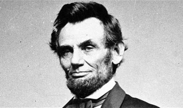 ¿SABÍAS QUE...?  Abraham Lincoln acababa de crear el servicio secreto de Estados Unidos la misma noche en que fue asesinado.