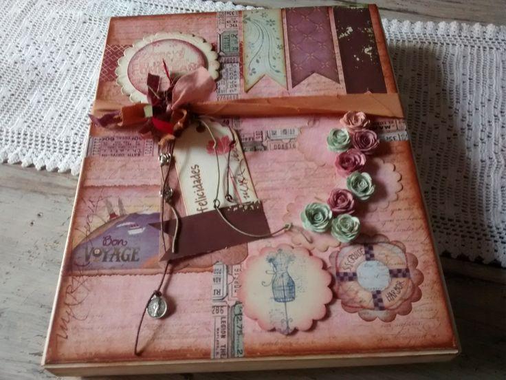Bitácoras diseñadas en Vintage y Scrap, personalizadas de acuerdo a las preferencias y perfil personal, presentadas en caja decorativa.