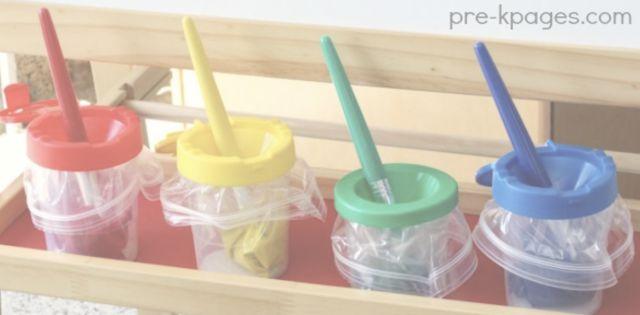 Doe plastic zakjes in verfpotjes voor je ze vult en je hebt ze na afloop zo weer schoon.