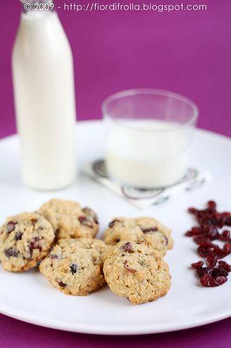 Biscotti con mirtilli rossi e cioccolato bianco by fiordifrolla, via Flickr