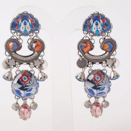 Prachtige oorbellen van Ayala bar spring/summer collectie 2014. Handgemaakte oorbellen met mineralen, kristal en glas   http://www.widaro.nl/ayala-bar-oorbellen-blauw-3538.html