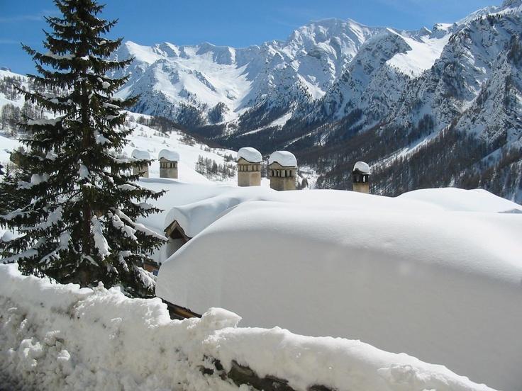 Scorcio di Saint Véran: neve di primavera #Queyras #Francia #sci