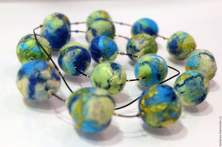 """Купить Войлочные бусы """"Галактика"""" - комбинированный, бусы, бусы ручной работы, бусы из войлока, голубой"""