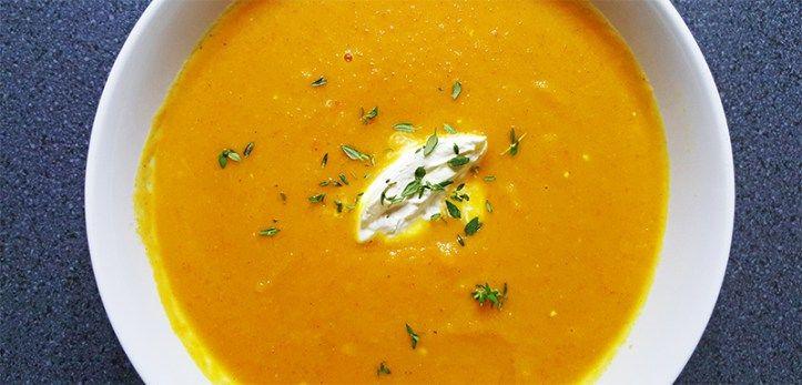 Simpele wortelsoep met zoete aardappel, gember en appel #recept #koken #eten #soep #diner
