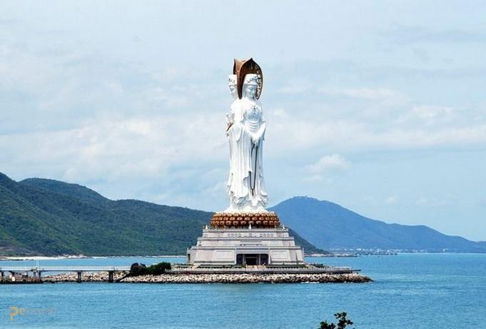 Статуя богини Гуаньинь – #Китай #Гуандун (#CN_44) Азия полна грандиозных сооружений! Статуя богини Гуаньинь в Китае является одной из самых высоких в мире.  ↳ http://ru.esosedi.org/CN/44/1000062981/statuya_bogini_guanin/