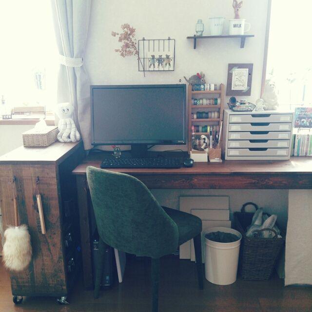 tomonoriさんの、机,ポストカード,マスキングテープ,PCデスク,ドライフラワー,セリア,フレデリック,事務用引き出し,のお部屋写真