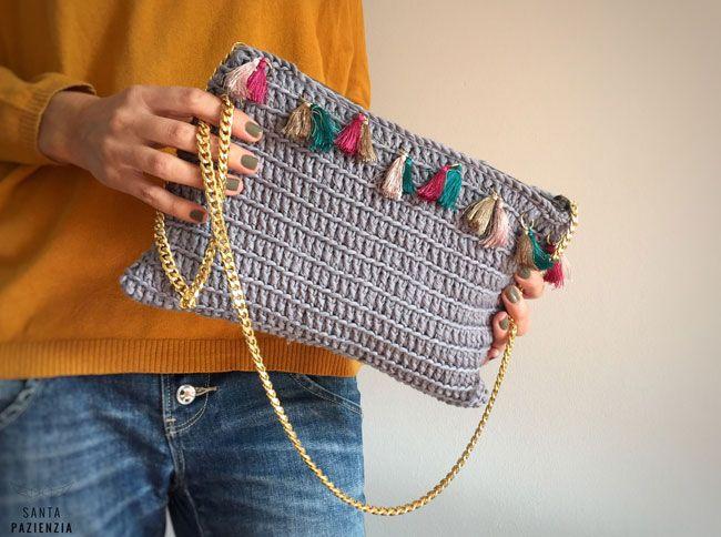 Combina algodón y piezas de bisutería para un bolso único.