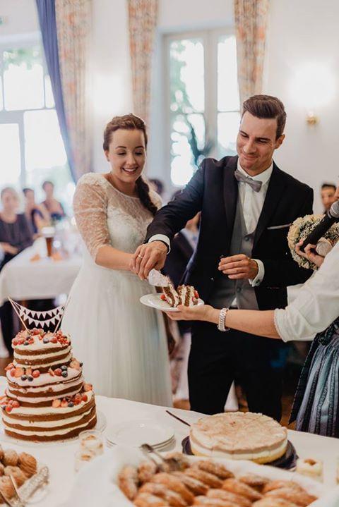 Hallo Andreas  anbei Bilder von unserer Hochzeit mit unserer wunderschönen und super leckeren Hochzeitstorte :) Ganz dickes Lob an Euch! Vielen Dank dafür!   Viele Grüße und ein schönes Wochenende!  Julia & Sascha Will