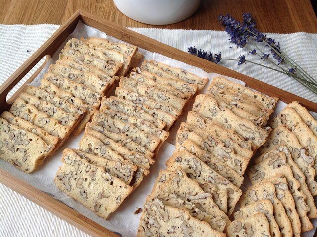 VÍKENDOVÉ PEČENÍ: Ořechové suchárky