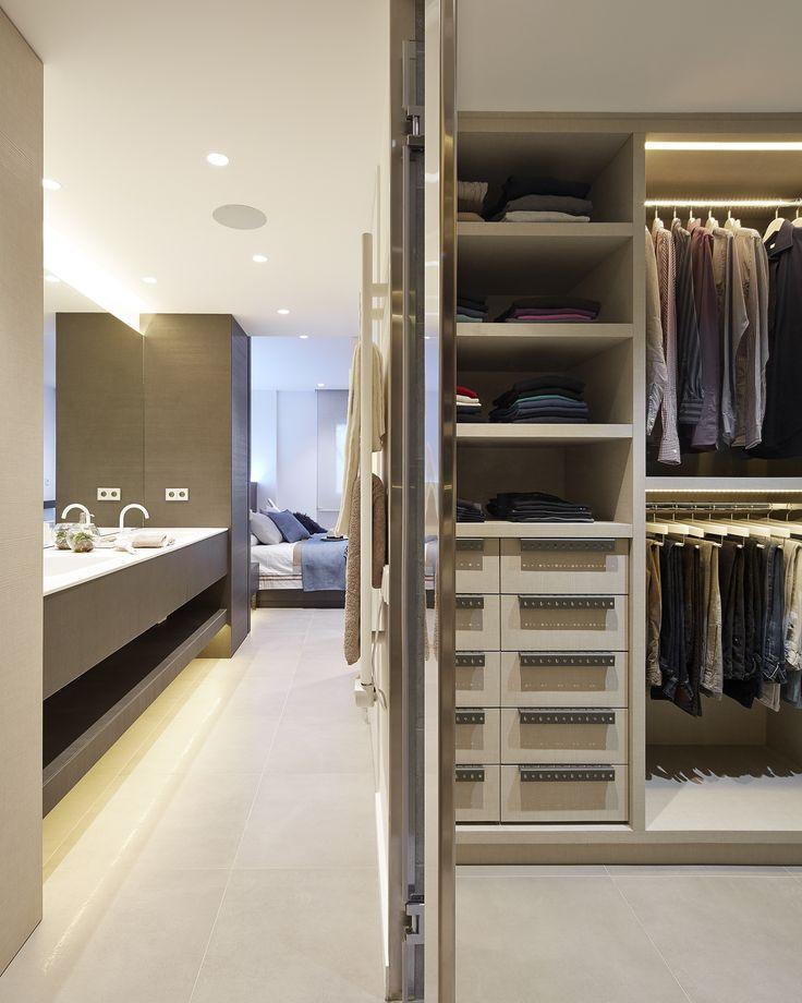 Baño Vestidor Moderno: – interiorismo – dormitorio – principal – suite – baño – vestidor