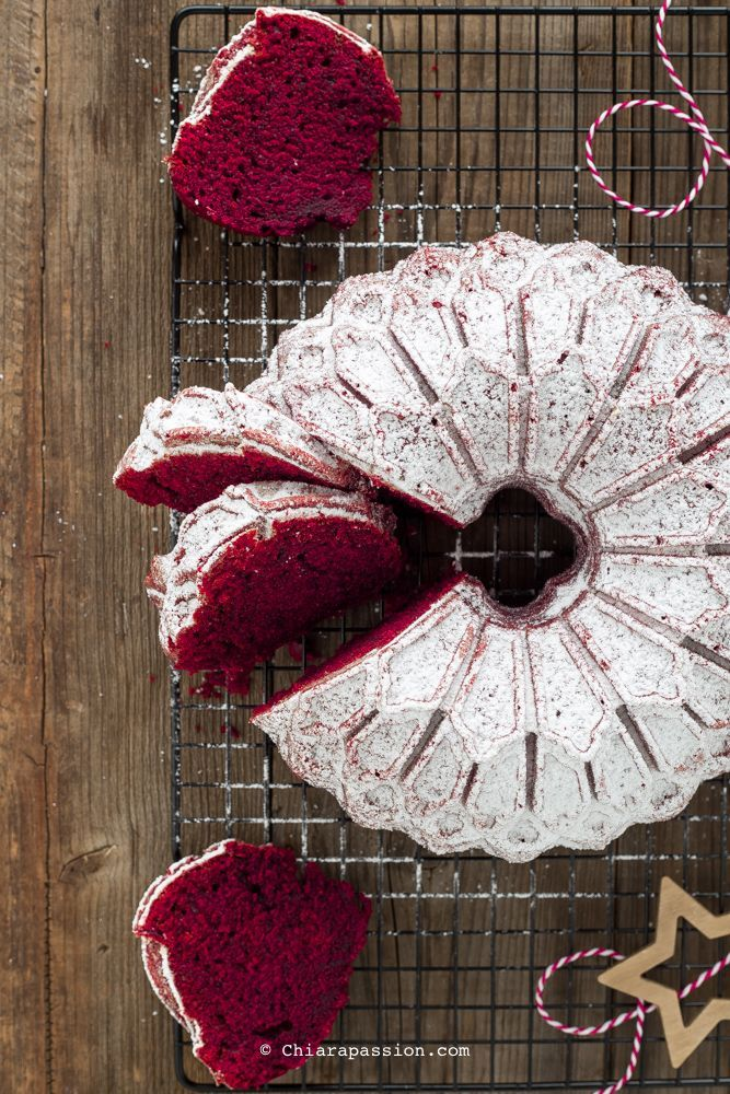 Beautiful Red Velvet Cake that's perfect to bake for Christmas - recipe from chiarapassion.com