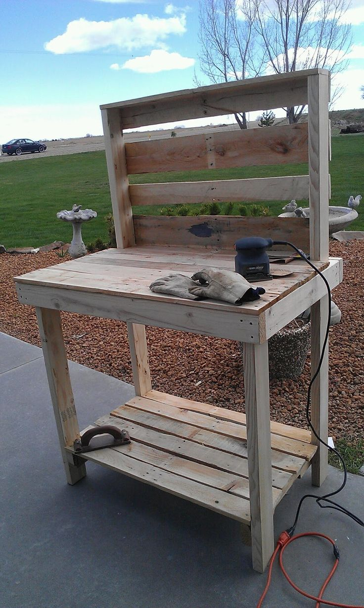 Recyled pallet becomes a potting bench