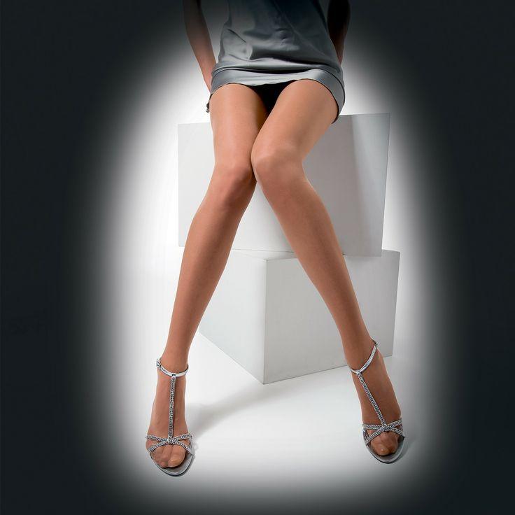 Collant 5 den velatissimo in poliuretano leggermente brillante. La seducente bellezza del nudo totale.  L'invisibile perfezione delle tue gambe.