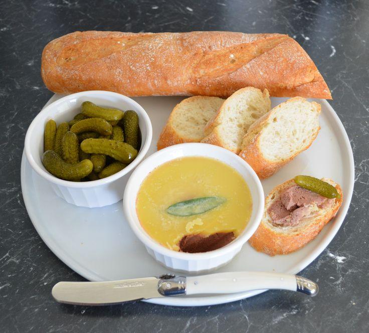 Pate de foie de volaille. Trouvez la recette sur www.whatscookinge …   – Party Food