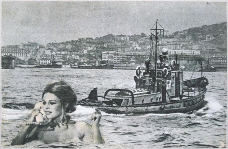 Floating Bardot on water phone.