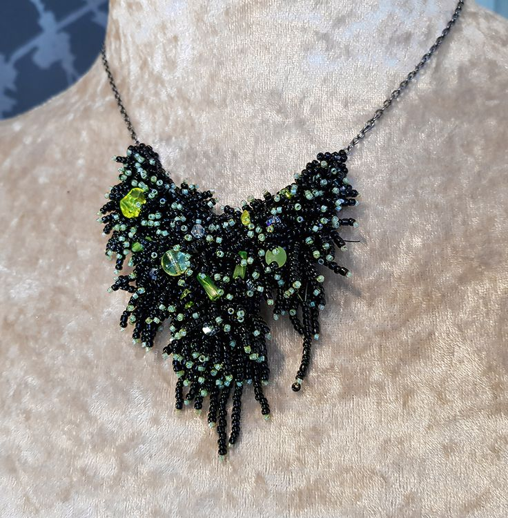 MiaQ | 01/2018 | Seaweed Collier | Black and Green Rocailles and Glass Beads