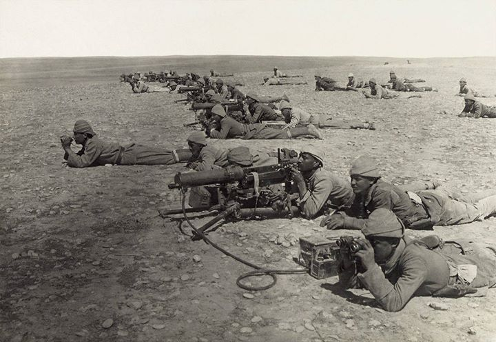 Ottoman soldiers with some of them armed with MG 08s. Notice the MG 08s are mounted on tripods instead of sledge mounts that were common to the MG 08.