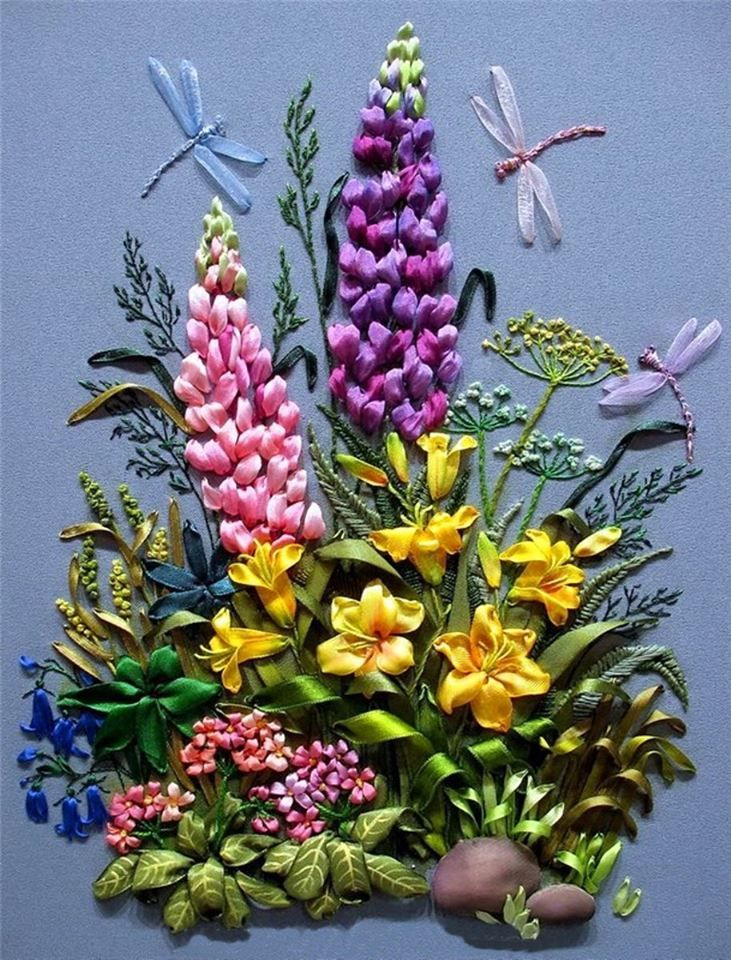 This beautiful arrangement of flowers features dragonflies