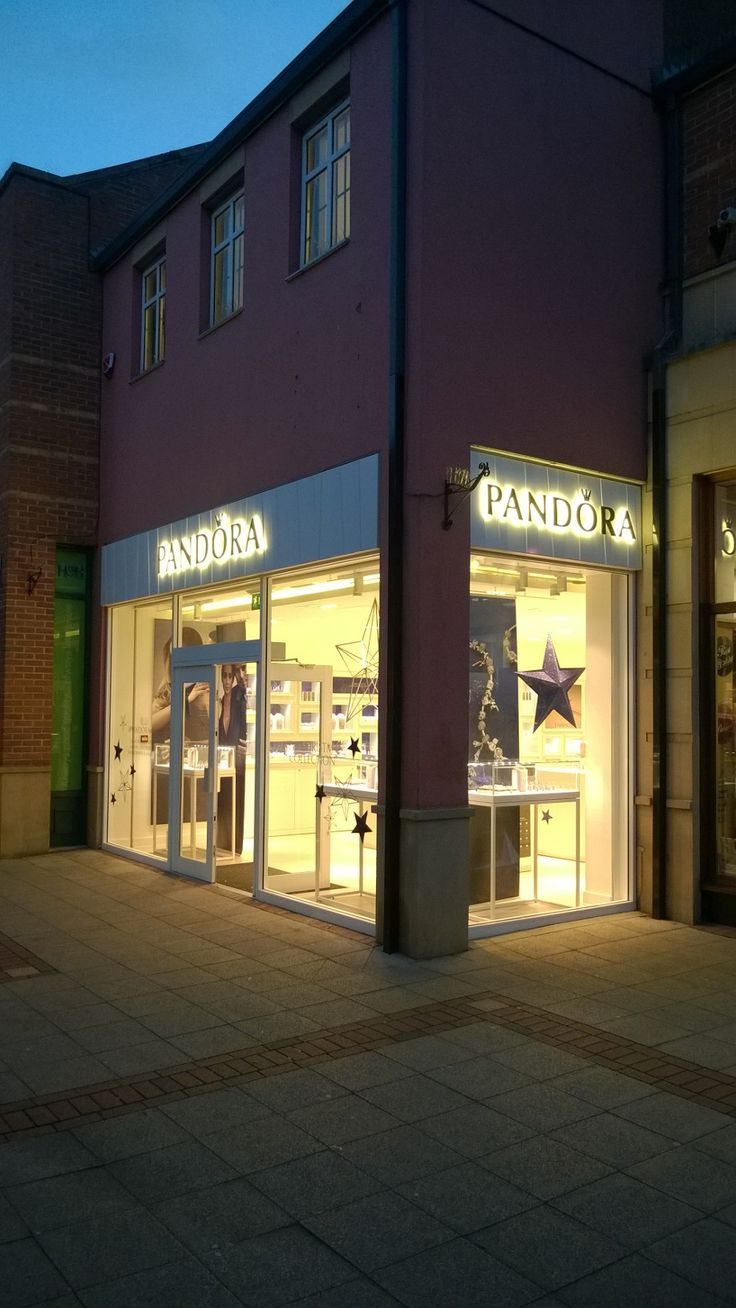 The new Pandora Jewellery store all lit up in Market Harborough