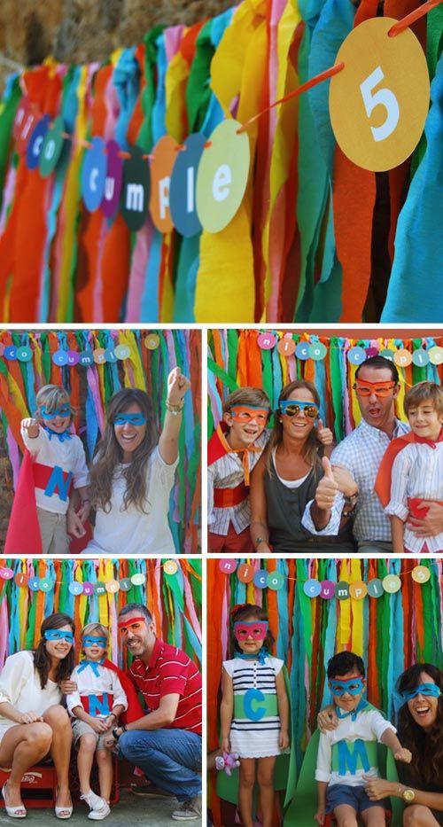 Amazing looking super hero party.   http://escarabajosbichosymariposas.wordpress.com/2011/11/02/fiesta-super-heroes-por-pistacho/  http://escarabajosbichosymariposas.wordpress.com/2011/11/03/fiesta-super-heroes-parte-ii/