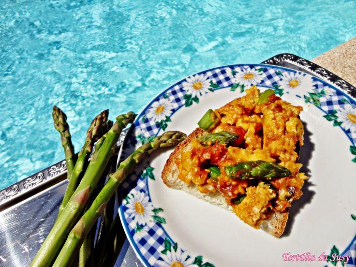 Tertúlia da Susy: Ovos mexidos com farinheira e espargos