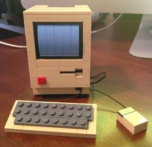 There's not much more geeky than a Mac AND Lego!