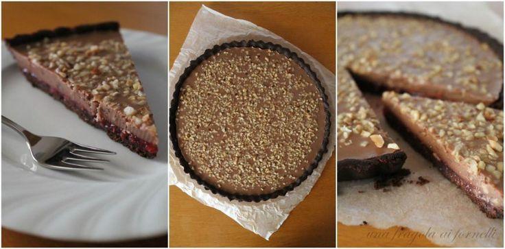 Una Fragola ai Fornelli: Crostata al cacao e nocciole, crema di cioccolato al latte e gelatina di lamponi (vegan, senza glutine)
