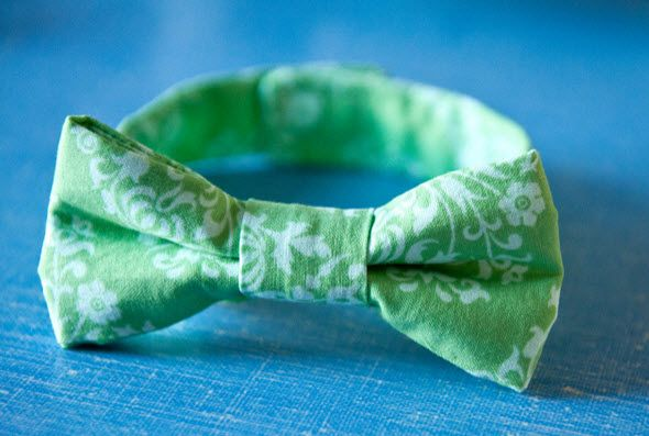 DIY Little Boy Bow Tie (Too Cute!) From HGTV's Design Happens Blog (http://blog.hgtv.com/design/2013/04/02/daily-delight-diy-little-boy-bow-tie/?soc=pinterest)