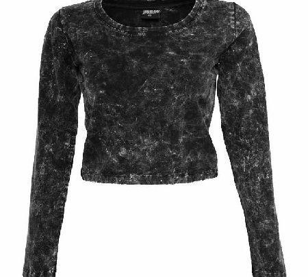 Urban Classics Acid Wash Cropped Top `TB774 Grey The Acid Wash Cropped Top from Urban Classics is a unique lil cropped top! In a distressed acid wash, this long sleeved top will look awesome with some black skinnies or leggings! http://www.comparestoreprices.co.uk/fashion-clothing/urban-classics-acid-wash-cropped-top-tb774-grey.asp