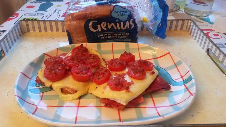 #TostadaGenius de brie con tomate y jamón de Amaya - celiaquitos.com