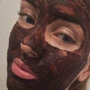 Natuurlijk gezichtsmasker: avocado en pure cacao